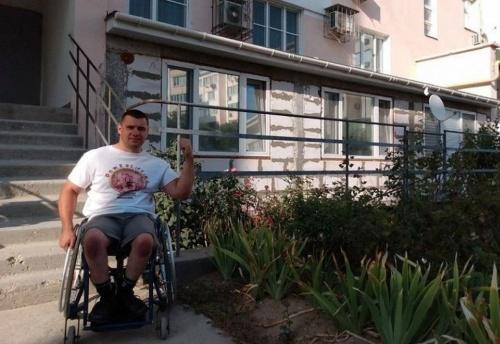 Два миллиона неустойки: Москвич требует денег с евпаторийского инвалида за пристройку к дому