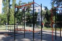 Еще одну спортивную площадку устанавливают в жилом районе Керчи