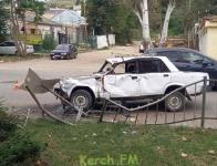 На Свердлова в Керчи водитель ВАЗа  в ДТП снес забор