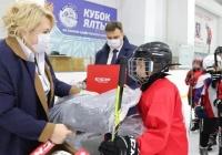 Власти Ялты выделили около 500 тыс рублей на экипировку детской хоккейной команды