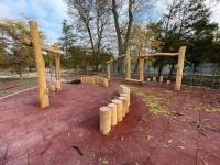 В парке им. Фрунзе в Евпатории завершаются работы по созданию игровой зоны для детей