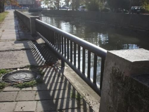 В Керчи завершают восстанавливать парапеты и тротуары у речки Мелек-Чесме