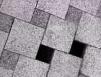 Севастопольцев удивила «парящая» тротуарная плитка