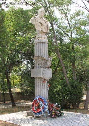 Памятник Хрулеву