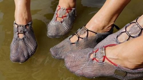 """Заниматься бегом теперь можно в """"железных"""" носках"""