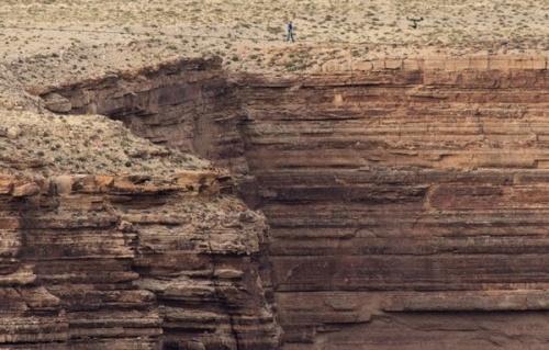 Мужчина пересек Большой Каньон без страховки