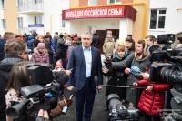 В Евпатории вручили ключи от новых квартир участникам программы «Жилье для российской семьи»