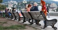 Перед Новым годом в Ялте будут устанавливать по 40 скамеек в неделю