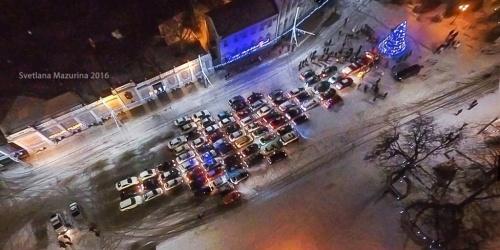В Евпатории прошел флешмоб «Автоелка»