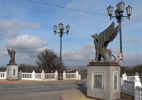 На обслуживание керченских памятников из бюджета выделят более миллиона рублей