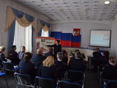 В управлении Росгвардии по Республике Крым проведены первые занятия начала зимнего периода обучения, посвященные мерам безопасности, правилам дорожного движения, а также травматизму.