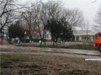 В Керчи помыли бордюры от грязи