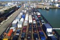 Время ожидания паромов на переправе Крым-Кавказ грузовиками перевалило за 46 часов