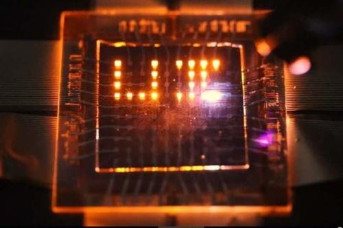 Двунаправленные светодиоды превратят экраны смартфонов в зарядные устройства