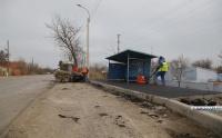 В Керчи асфальтируют автобусные остановки