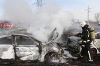 На стоянке под Симферополем сгорело 20 автомобилей