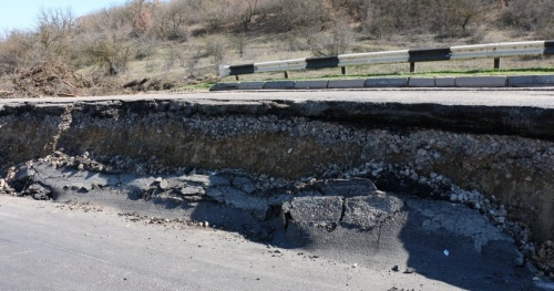 Севастопольский оползень заставил приводить в порядок четыре объездные дороги