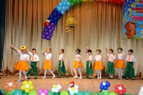В Евпатории проходит фестиваль детских творческих коллективов «Подсолнух»