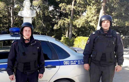 В пгт. Гурзуф сотрудники вневедомственной охраны Росгвардии спасли жизнь мужчине, у которого случился приступ эпилепсии