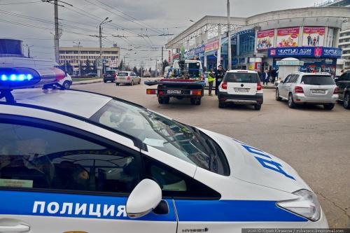 Власти Севастополя разгружают площадь Восставших от машин