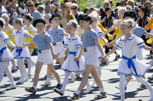 Севастополь отметил День пионерии многотысячным детским шествием