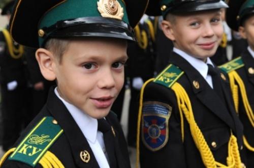 Севастопольским школам разрешили создавать кадетские классы