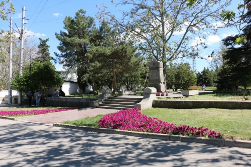 В Севастополе продолжается высадка цветов и озеленение территории города