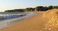 Убирать керченские пляжи будут школьники