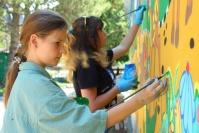 Разрисованную стену в Детском парке Симферополя обновляют
