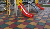 В Евпатории начали мыть детские площадки