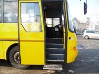 При помощи Минтранса Крым приобрел 15 новых машин для перевозки групп детей