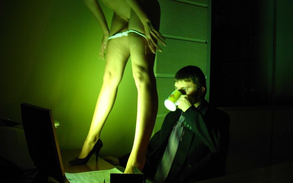 pervaya-eroticheskaya-igra-semka