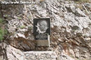 Мемориальная доска Крестовскому
